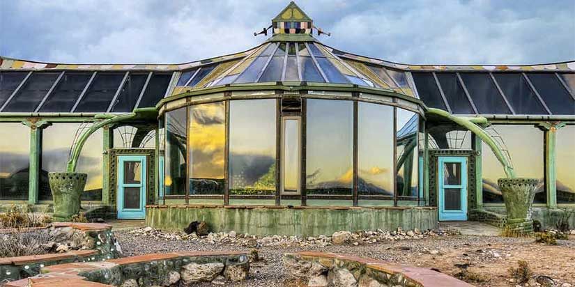 Minimalist Living Through Earthships And Tiny Houses Seven Wanders